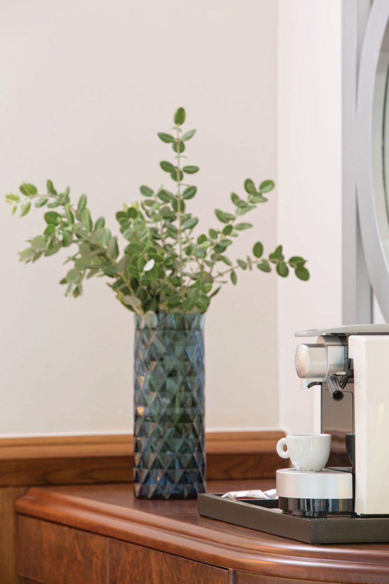 Junior Room Vase