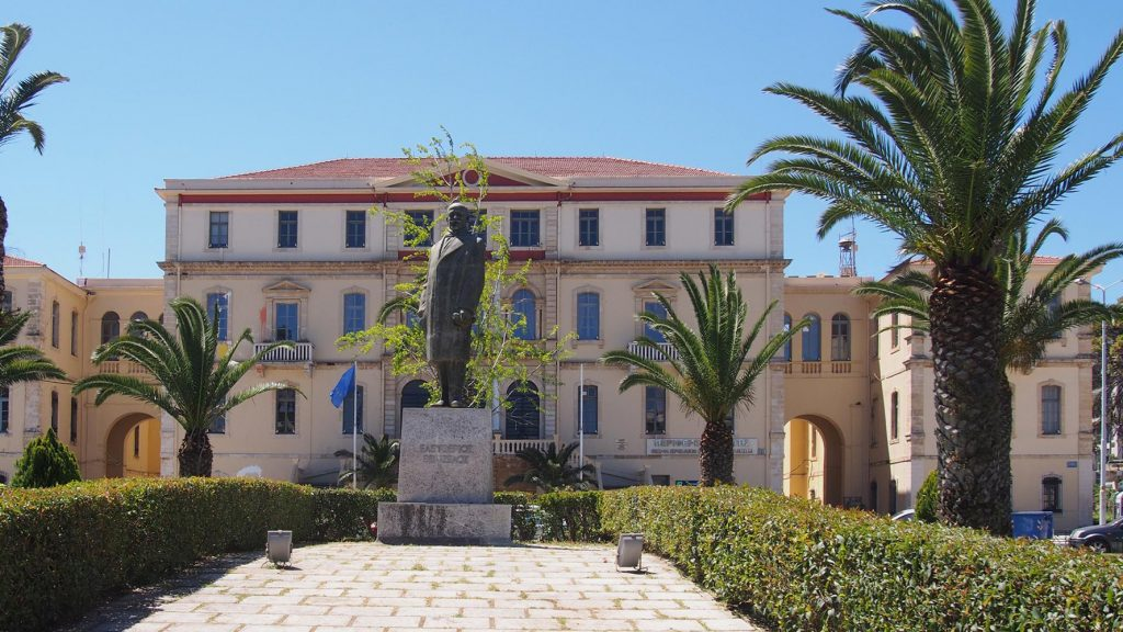 Statue in front of the courts of chania