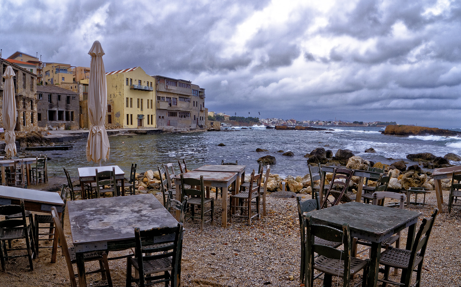 restaurant tables and chairs in tabakaria