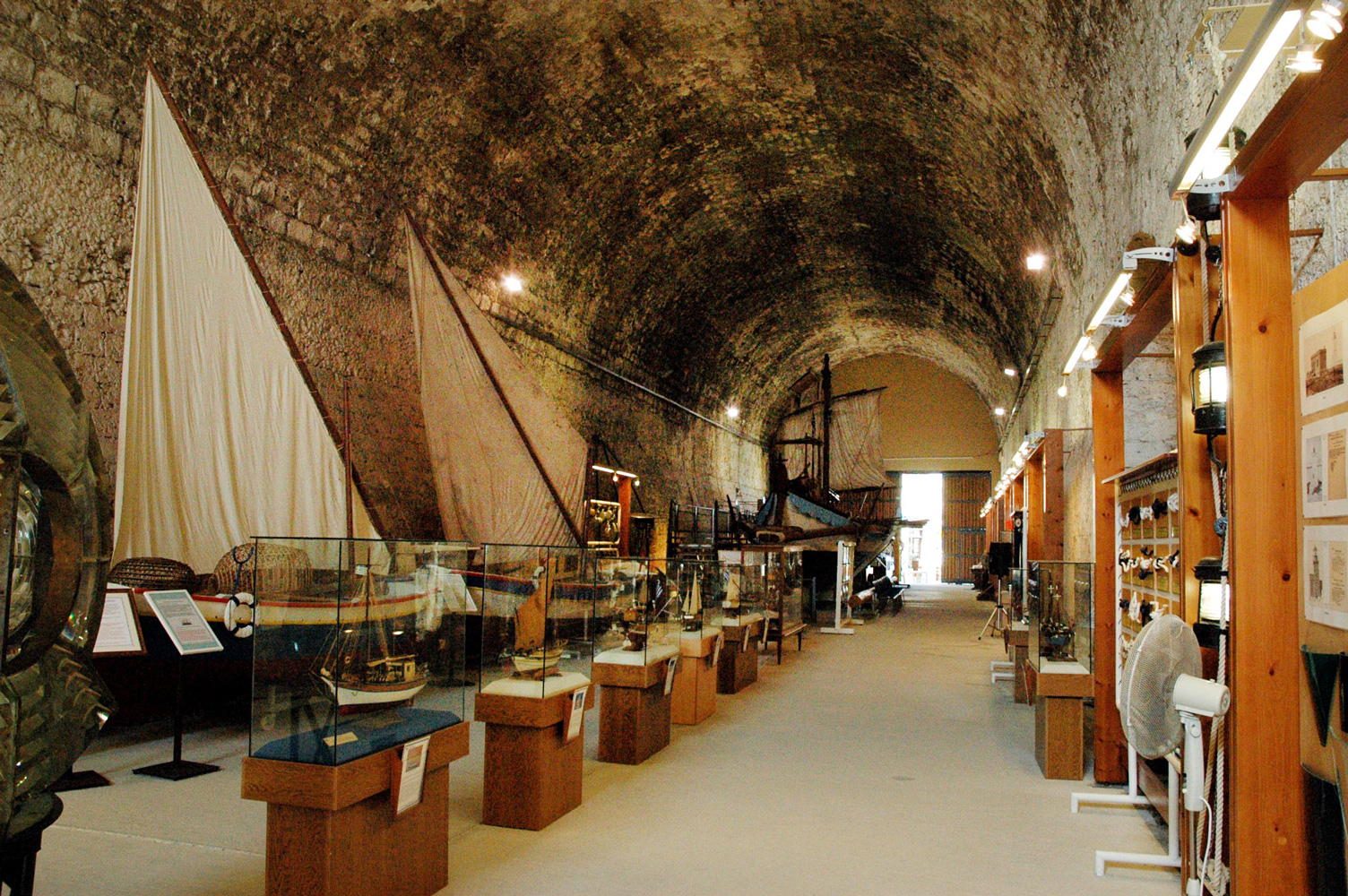 Storage room for sailing ships