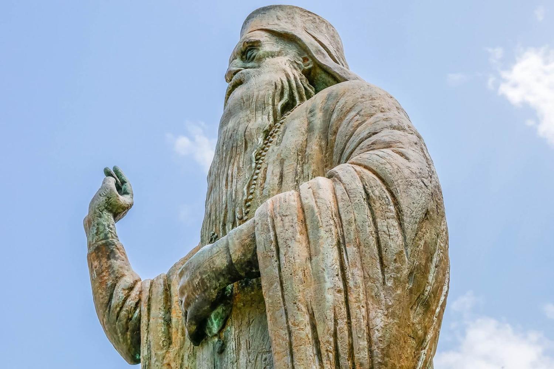 Statue infront of the Mitropoli Church