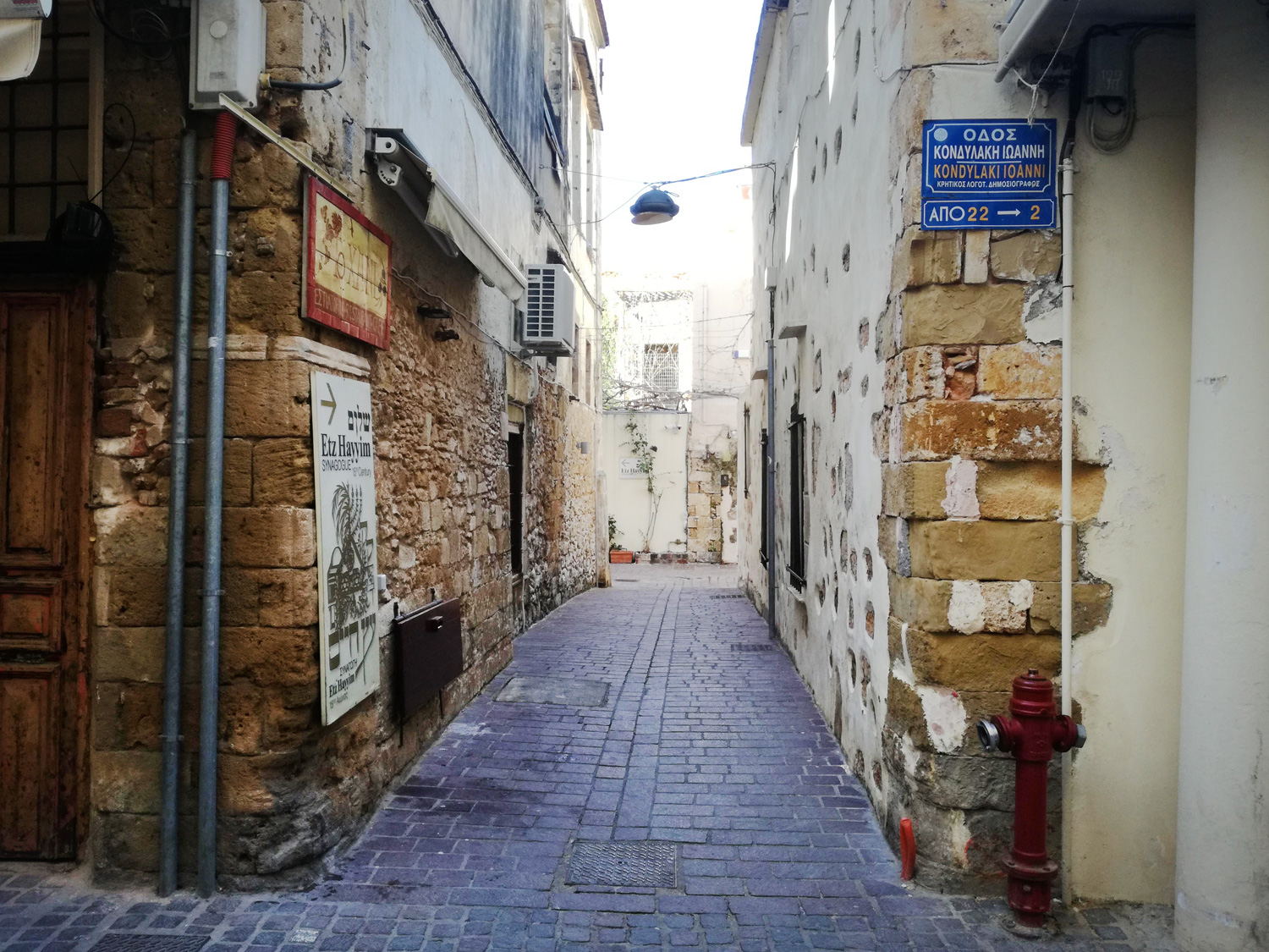Alley leading to the synagogue